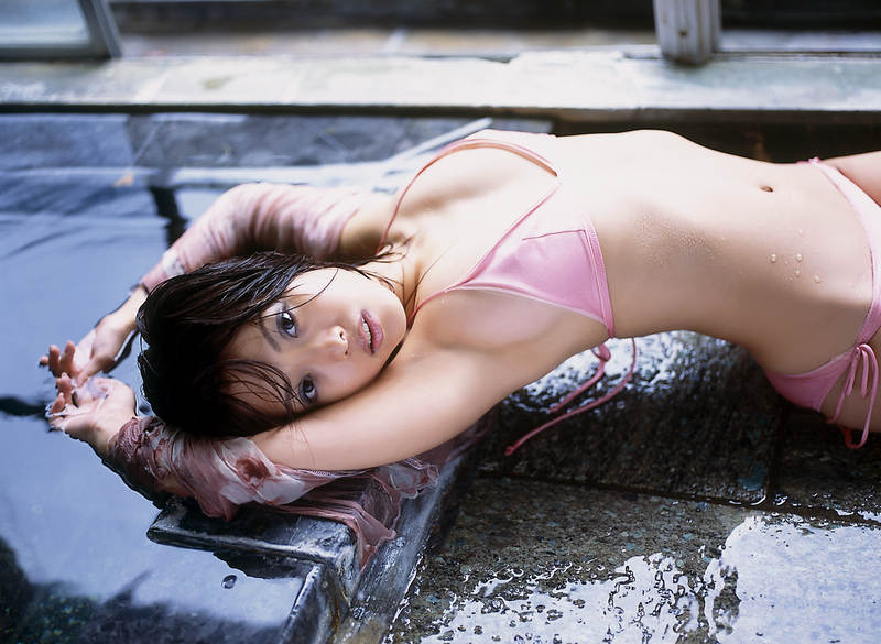 Hitomi Itoh in a bikini