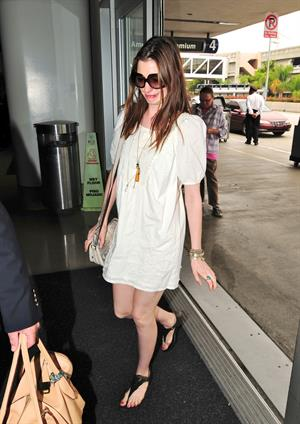 Anne Hathaway LAX Airport on September 19, 2011