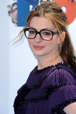 Anne Hathaway attending the Rio Los Angeles premiere on April 10, 2011