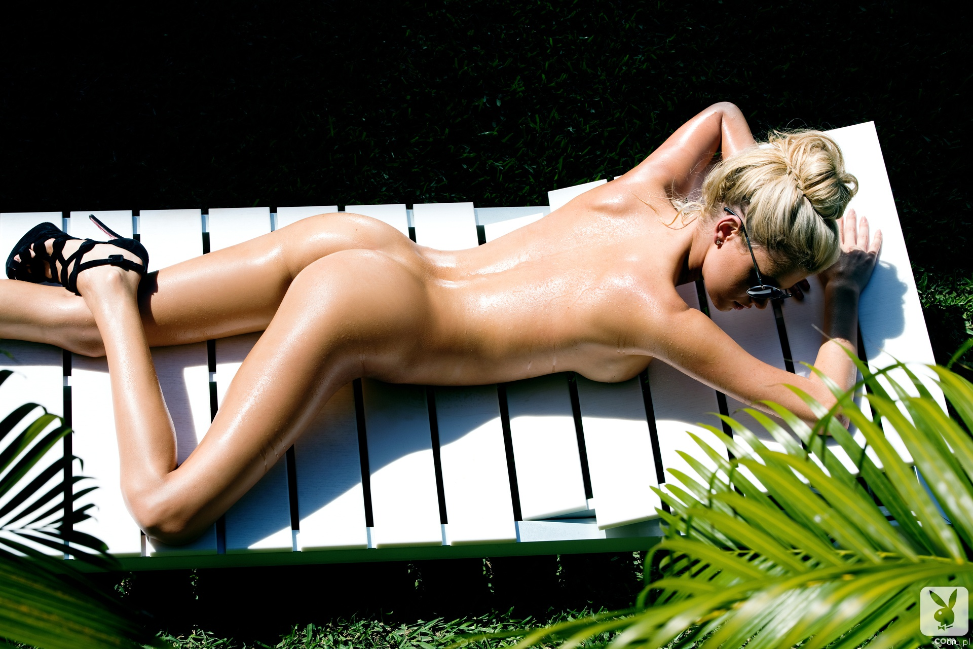 Kristin holt nude, wife butt flash