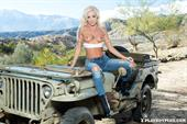Playboy Cybergirl Jennifer Ann Nude takes off her jeans