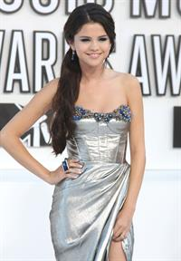 Selena Gomez attends the 2010 MTV Video Music Awards on September 12, 2010