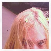 Elle Fanning taking a selfie
