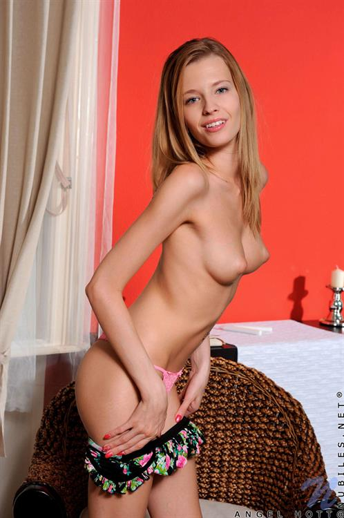 Anonymous Nude - 18 Pictures Rating 85810-2167