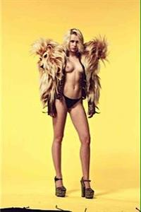 Miley Cyrus - breasts
