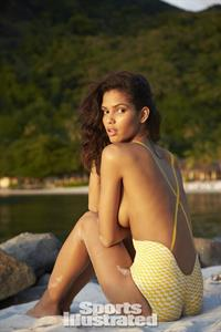 Cris Urena in body paint