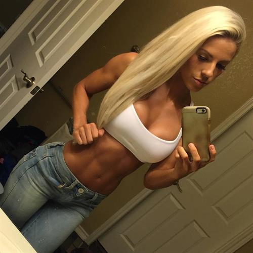 Heidi Solmers taking a selfie