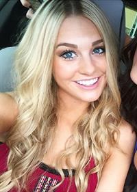 Kaila Loranne taking a selfie