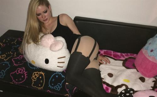 Avril Lavigne in lingerie
