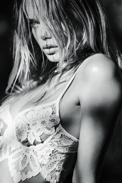 Frida Aasen in lingerie