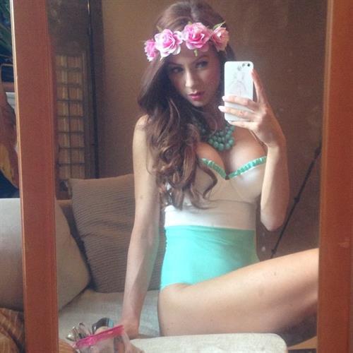 Laura Carter taking a selfie