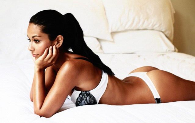 Manuela Arbelaez in lingerie - ass