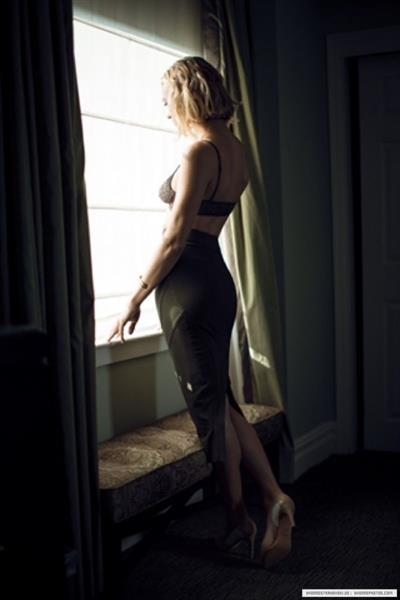 Yvonne Strahovski in lingerie