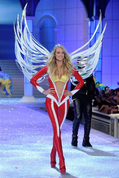 Lindsay Ellingson in lingerie
