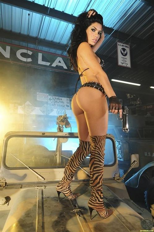 Suelyn Medeiros - ass