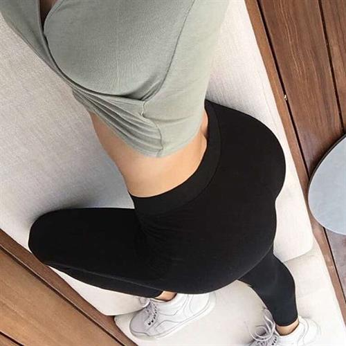 Jen Selter in Yoga Pants taking a selfie and - ass