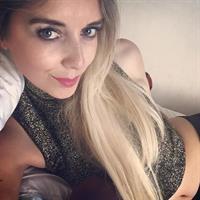 Kate Elizabeth Hallam taking a selfie