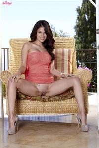 Vanessa Veracruz strips down on the patio