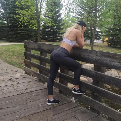 Amanda Bennett in Yoga Pants - ass