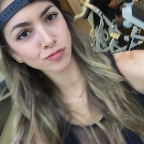 Anllela Sagra taking a selfie