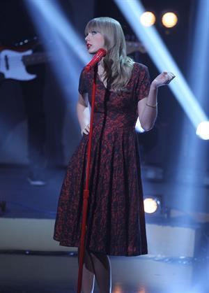 Taylor Swift performing on Swedish-Norwegian talk show Skavlan in London 11/8/12