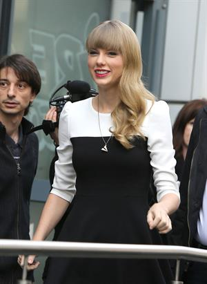 Taylor Swift NRJ radio station in Paris 11/8/12