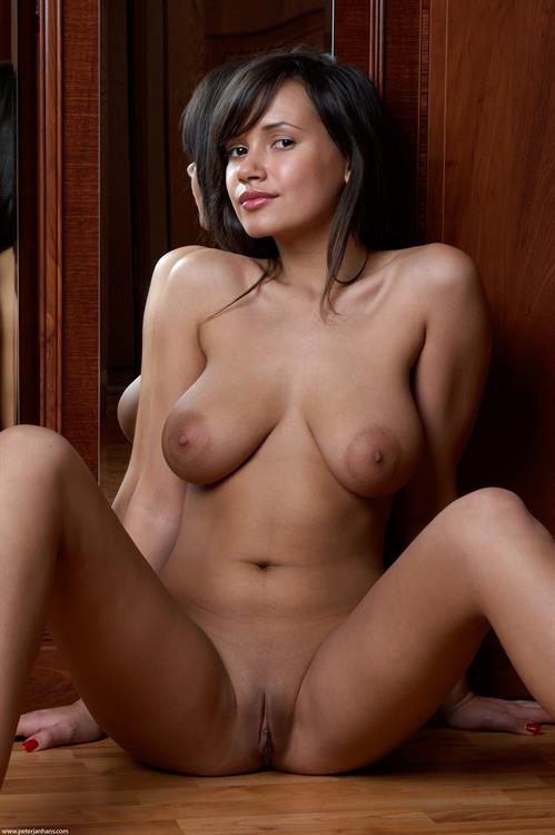 Alona - pussy and nipples