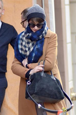 Anne Hathaway shopping on Madison Ave in NYC 1/8/13