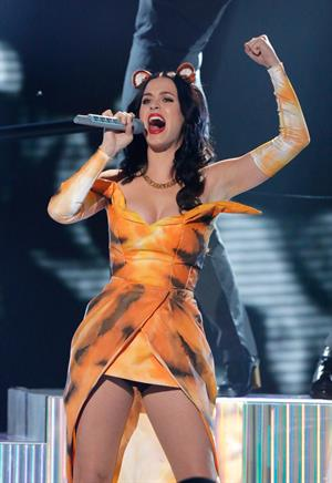 """Katy Perry – """"The Factor"""" performance 10/20/13"""