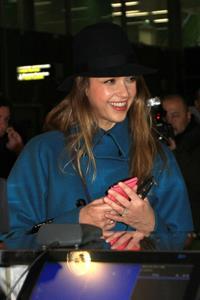 Jessica Alba arrives at Charles de Gaulle Airport in Paris 3/1/13