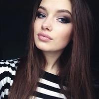 Olga Nowotarska taking a selfie