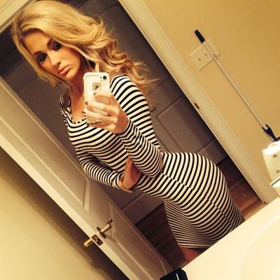 Savannah Morris taking a selfie