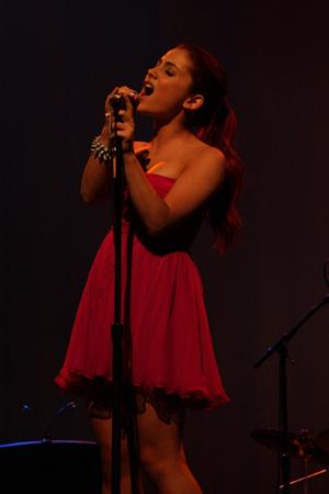 Ariana Grande Break the Cycles Louder than Words Bbenefit 11-09-2010