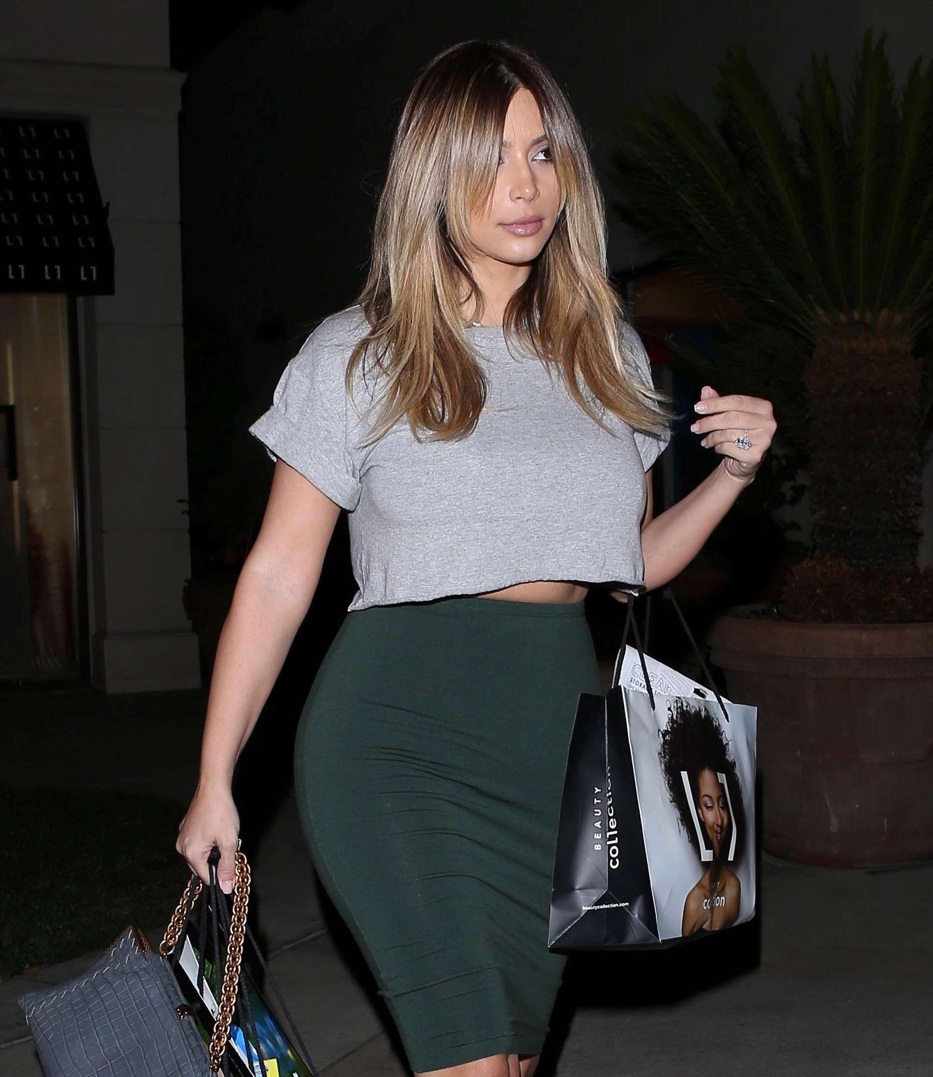 Kim Kardashian Out in Calbasas (November 13, 2013)