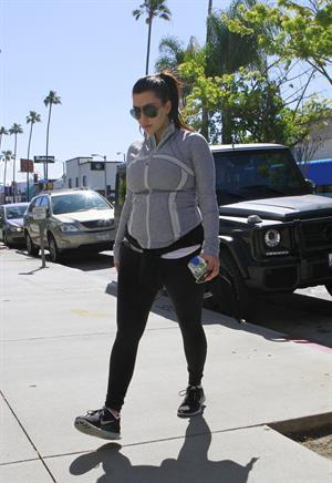 Kim Kardashian - Heads to the gym in Studio City (16.04.2013)
