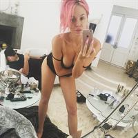 Imogen Anthony taking a selfie