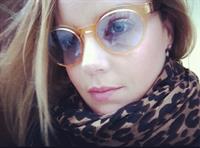 Abbie Cornish taking a selfie