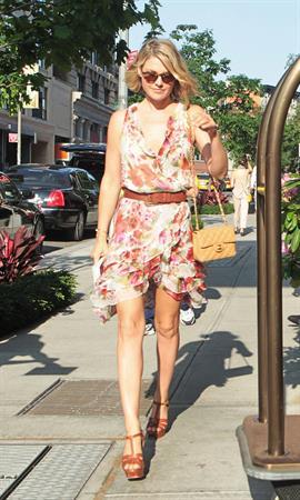 Ali Larter arriving her hotel in Soho New York - May 29, 2012