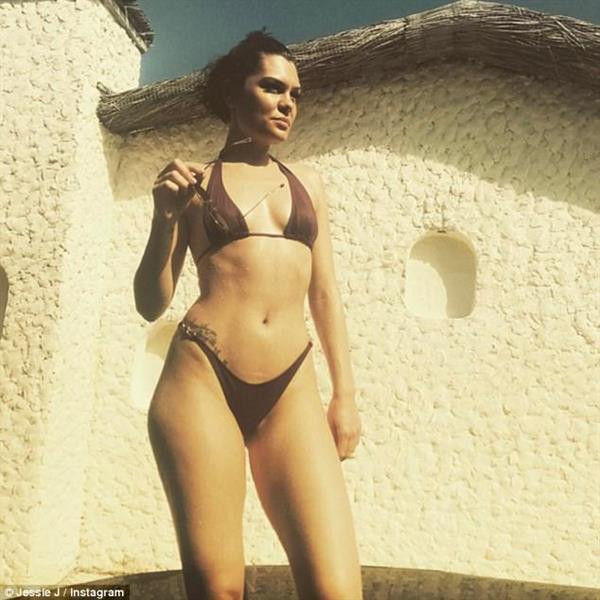 A sexy body building girl 6