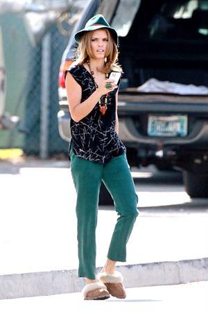 AnnaLynne McCord Filming 90210 in Los Angeles (November 14, 2012)