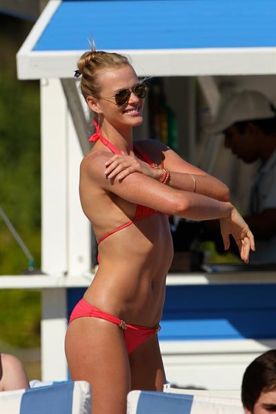 Anne Vyalitsyna bikini candids in Miami 11/22/12