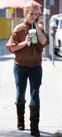Britney Spears in jeans leaving Starbucks LA (10/04/12)