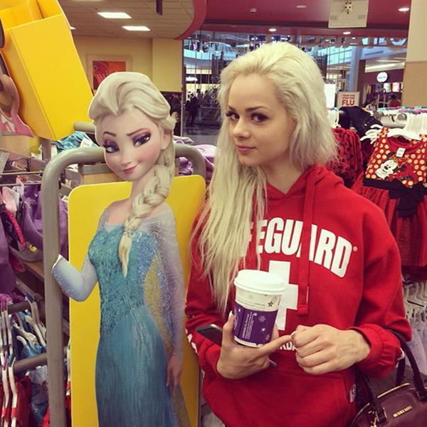 Elsa jean anal face