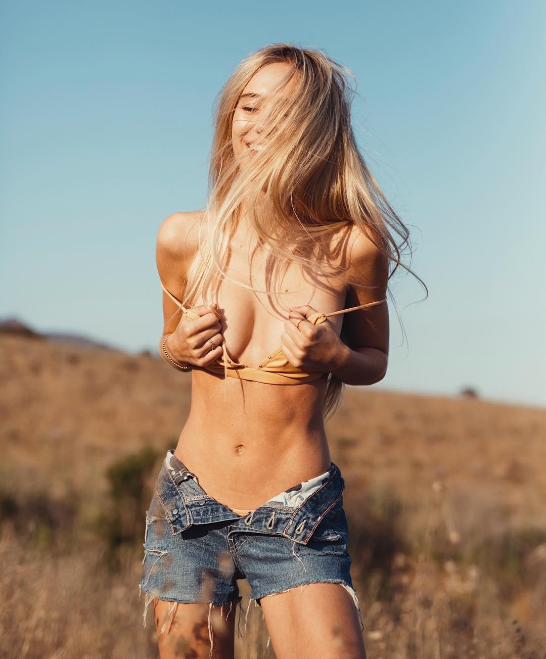 nackt Belle Hamlin Delilah Lisa Rinna's