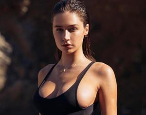 42 Mysteriously Hot Instagram Pics of Elsie Hewitt