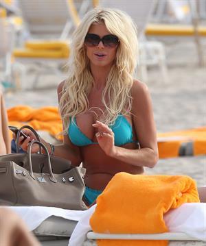 Victoria Silvstedt in a bikini at Miami Beach 29.12.12