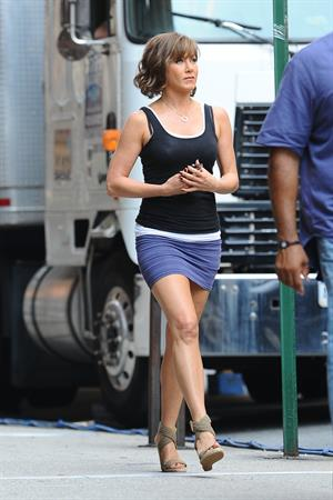 Jennifer Aniston - In a wig on the the set of Squirrels to the Nuts in New York City (19.07.2013)