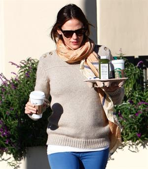 Jennifer Garner - Leaving Starbucks in LA 2/15/13