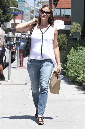 Jennifer Garner went to the Tavern for brunch in Santa Monica  August 9, 2012
