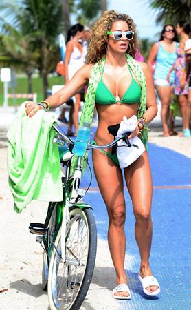 Jennifer Nicole Lee - bikini candids in Miami Beach August 15 2012